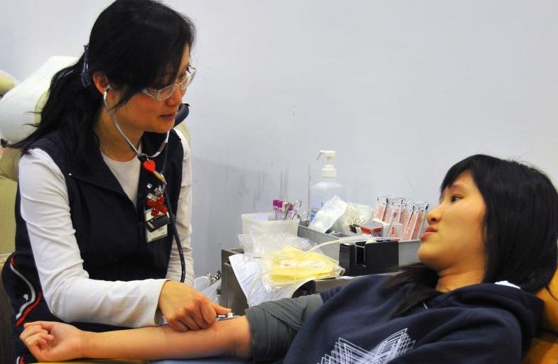 Image: Pre-donation blood pressure check