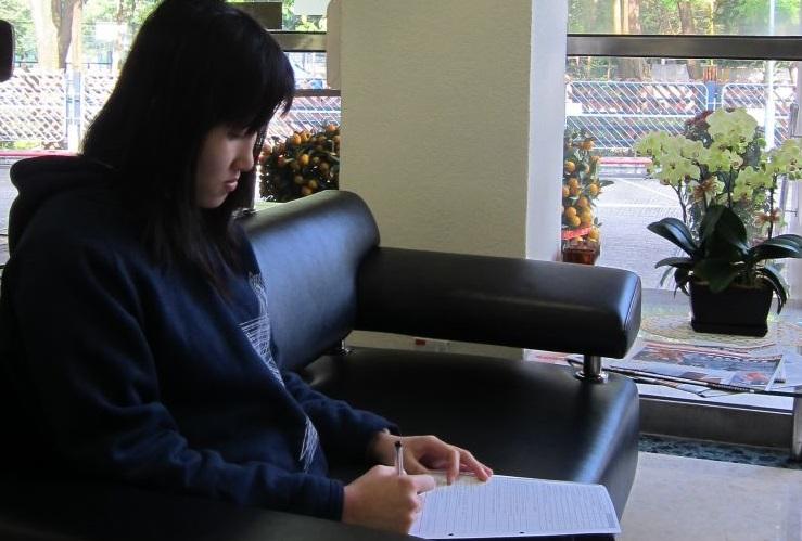 圖片: 填妥捐血登記表格